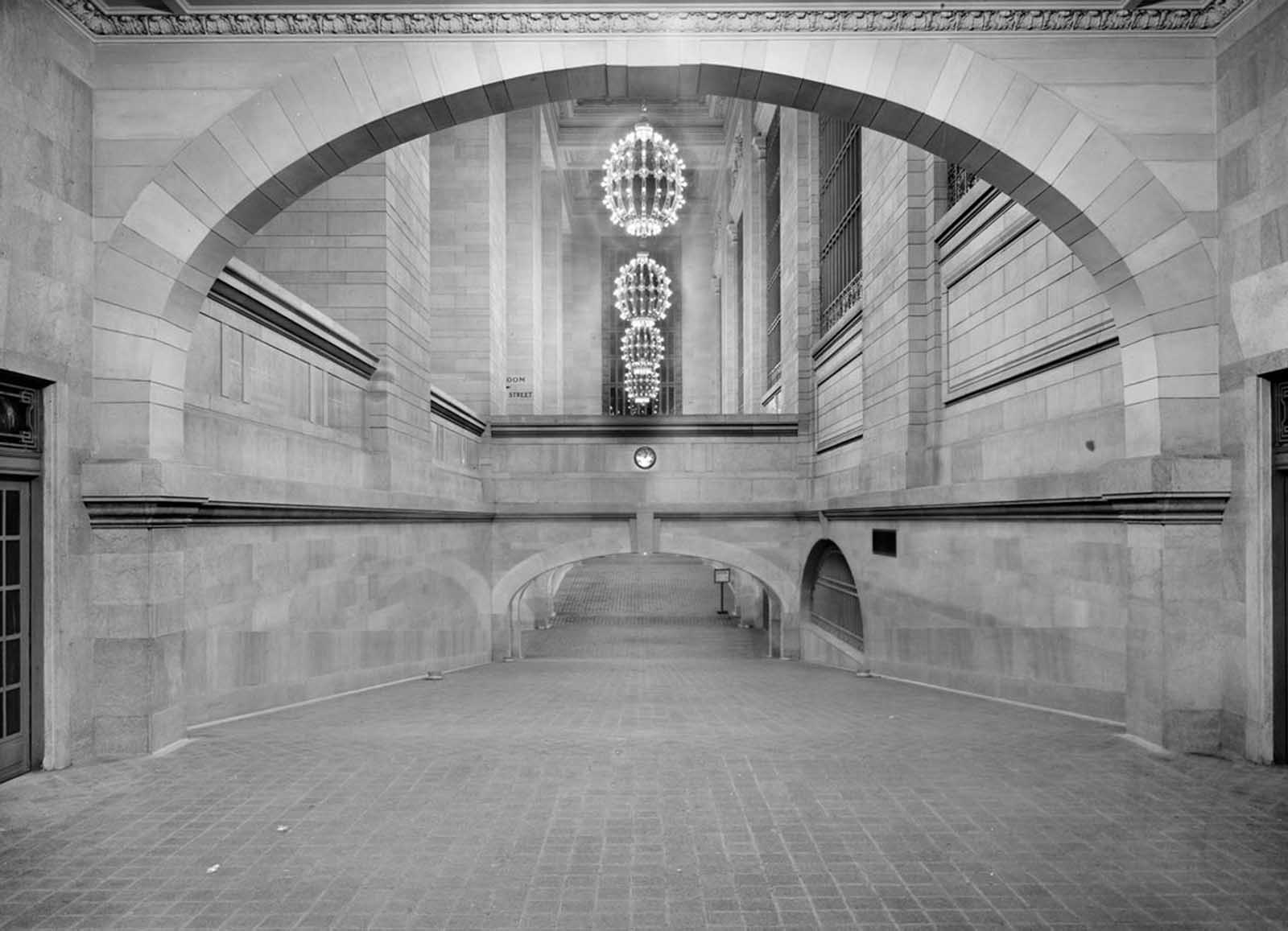 Incline from subway to suburban concourse, Grand Central Terminal, New York, ca 1912.