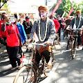 Naik Sepeda Onthel, Gibran-Teguh Daftar ke KPU Solo