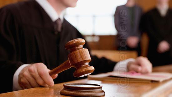 juiz contrata advogada defender sua decisao