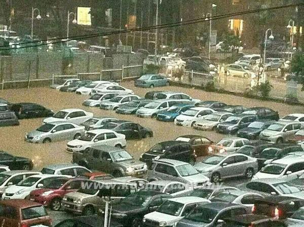13 Gambar KL Banjir Hujan Lebat Tenggelamkan Beberapa