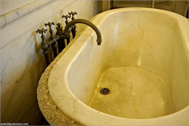 Bañera del Baño de Mármol en la Mansión The Breakers, Newport
