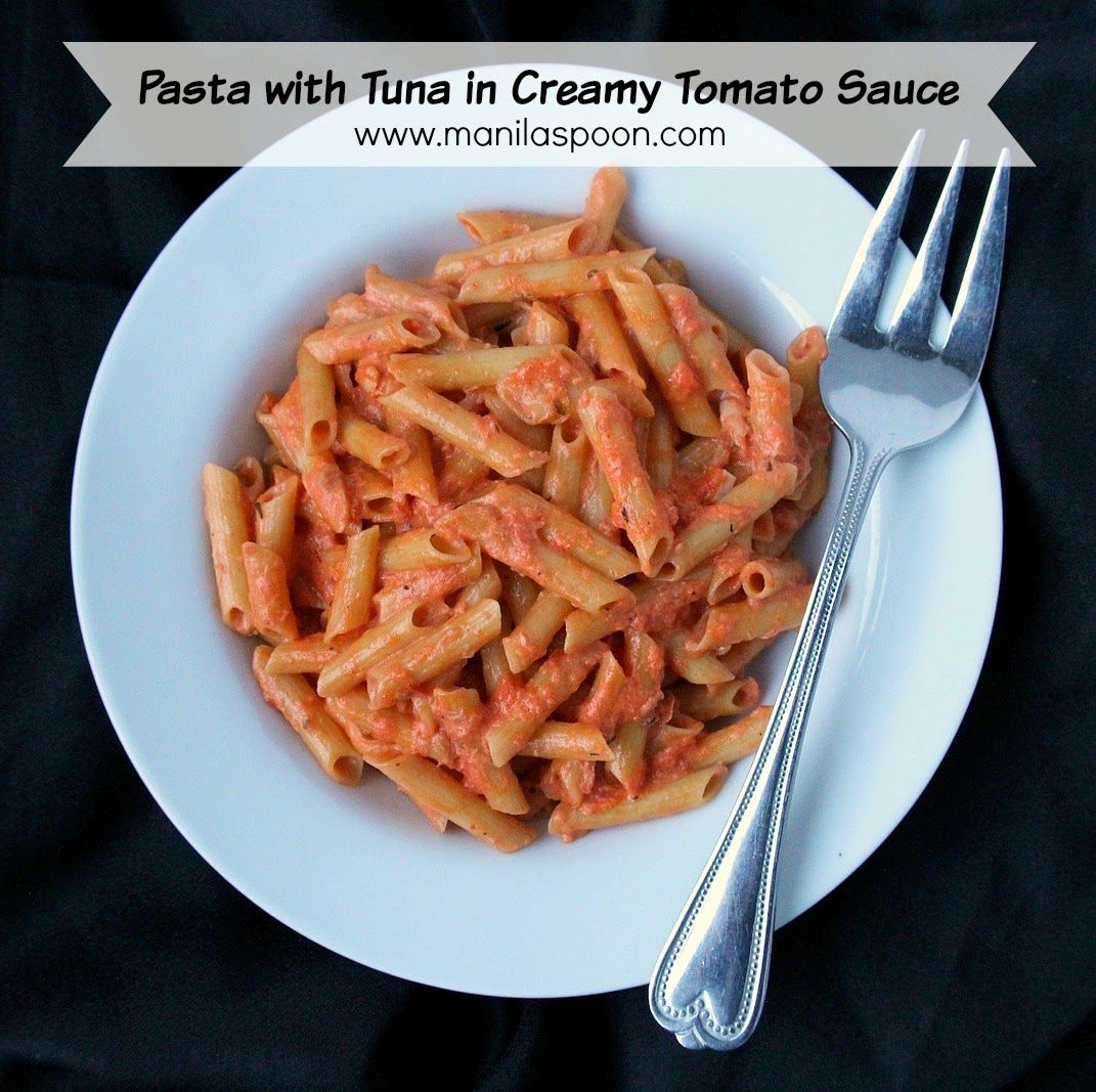 A little spicy, creamy and loaded with flavor is this easy pasta dish for weeknight family dinner - Pasta with Tuna in Creamy Tomato Sauce #pasta #tuna #tunapasta #tomato #sauce