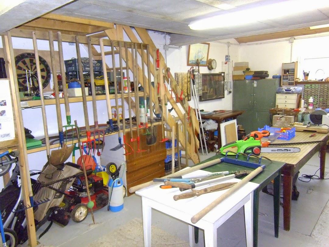 caf jardin de saint urbain les bons outils du jardinier. Black Bedroom Furniture Sets. Home Design Ideas