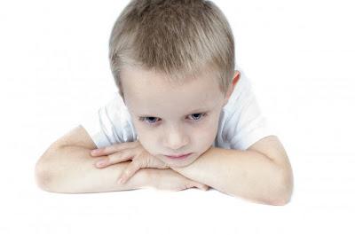 Criança pensando