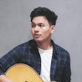 Lirik Lagu Rendy Pandugo - Snap