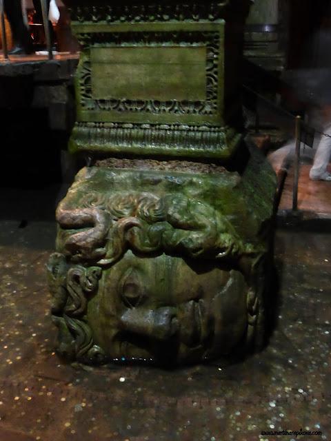 Hlava Medúzy v Cisterne, Istanbul, Turecko