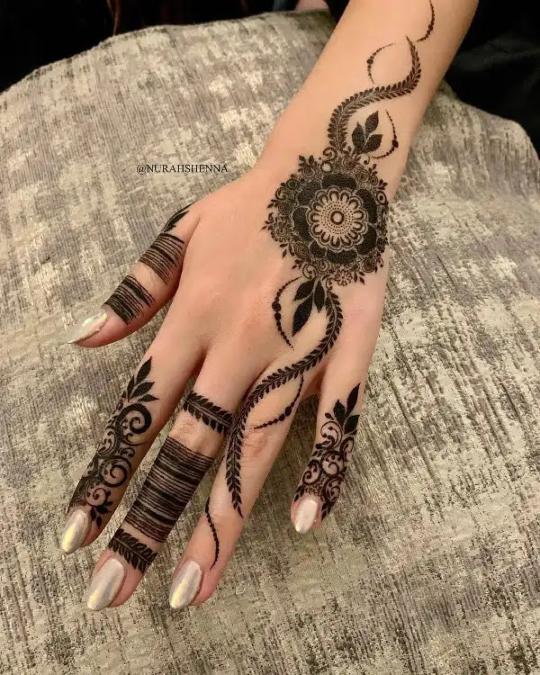 Stylish-circle-with-lines-henna-pattern