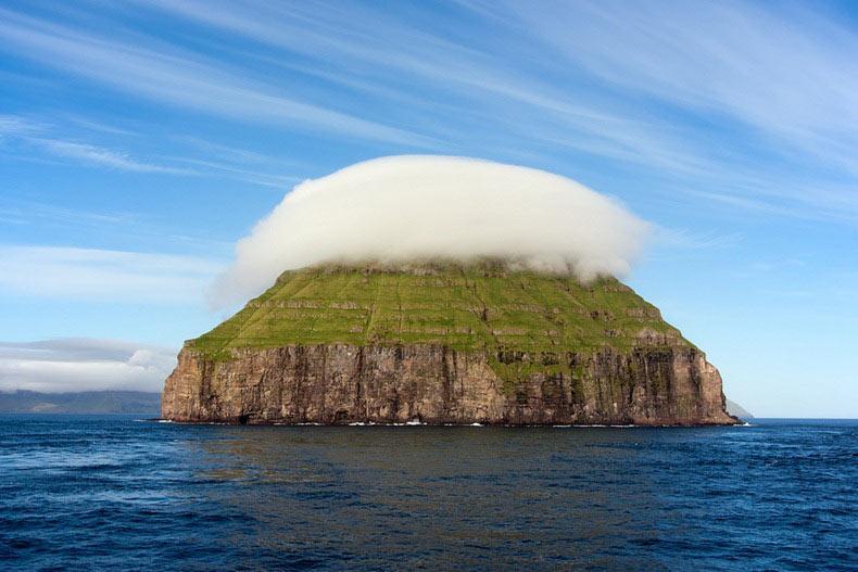 Las nubes lenticulares de Litla Dimun | Islas Feroe