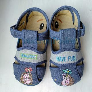 Zapatillas-decoradas-con-erizos-handmade-Crea2-con-Pasion