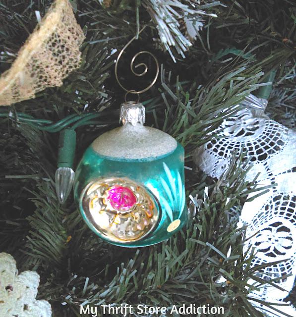 nontraditional aqua and blush Christmas decor