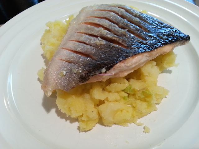 Salmone croccante su letto di patate