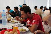 Badan Amal Aljazair Ambil Alih Restoran untuk Siapkan Hidangan Ramadan