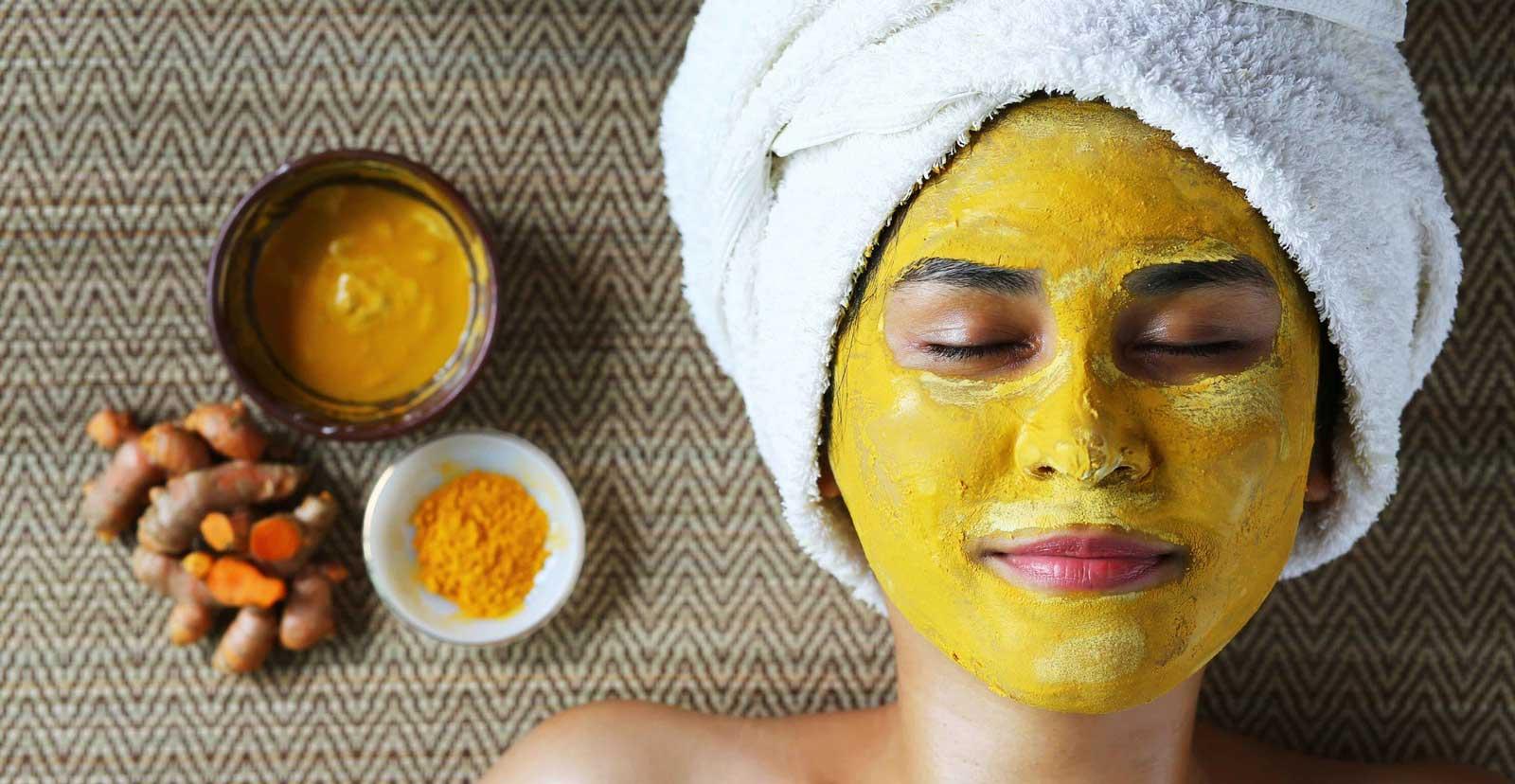 Masque de curcuma pour traiter l'acné, les rides, les cicatrices et les cernes