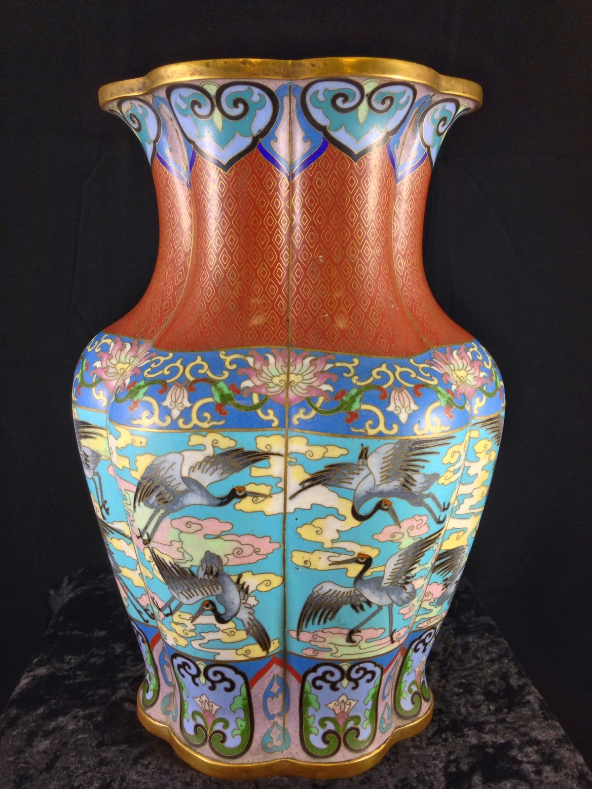 ANTIQUE CHINESE SIGNED CLOISONNÉ ENAMEL VASE