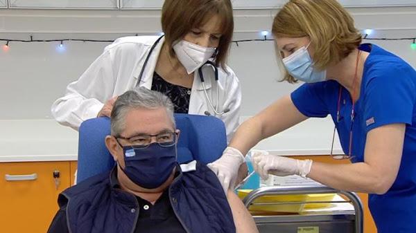 Εμβολιάστηκε ο Δ. Κουτσούμπας