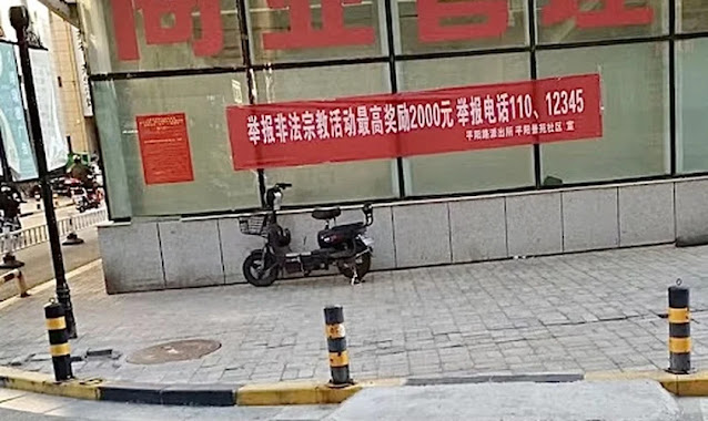 Polícia chinesa coloca cartazes anunciando recompensa para quem denunciar cristãos