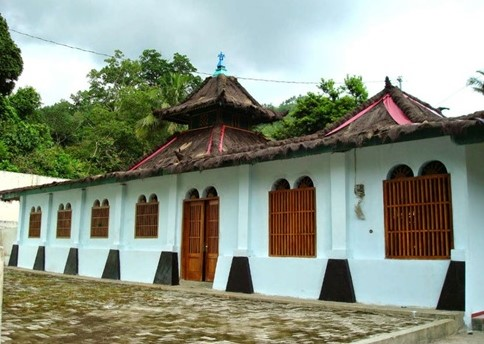Saka Tunggal Mosque