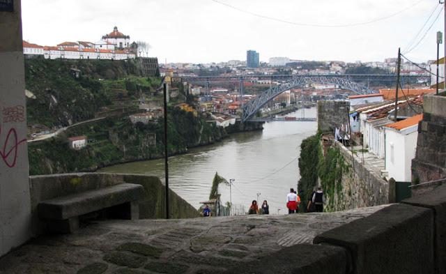 vista do rio Douro a partir da Feira dos Passarinhos do Porto