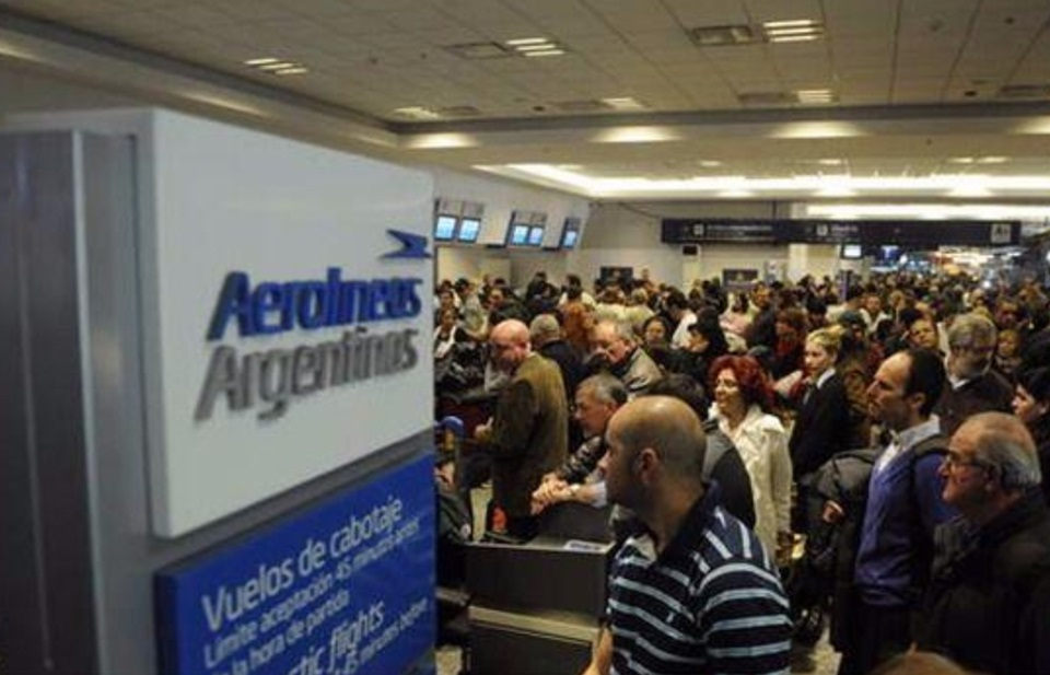 Pilotos amenazan con paro en Semana Santa