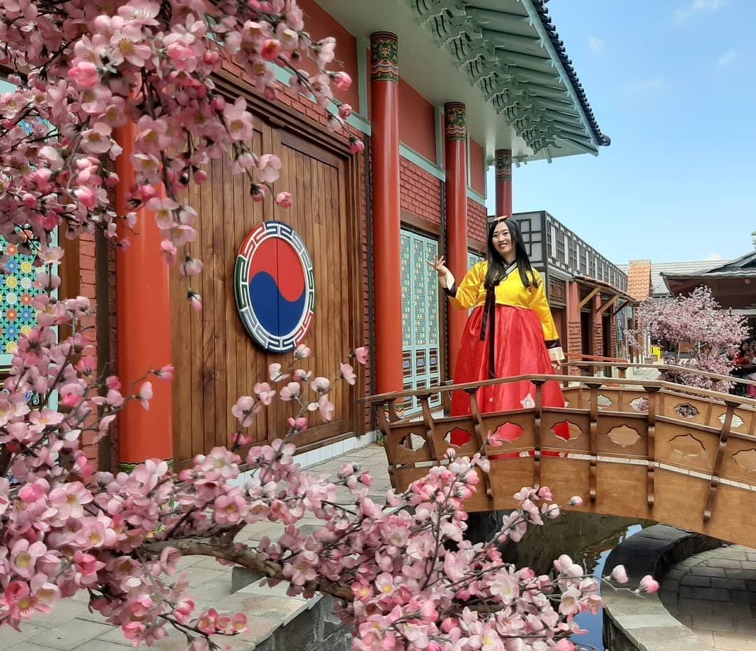 Mengunjungi Kampung Korea Kiara Artha Park