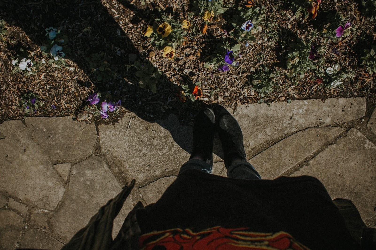 Serra Gaúcha: Fotos do final de Semana em Gramado. Esse jardim do pórtico de Gramado me deixou super triste, nele quase não tinha flor e não era por culpa do frio, já que no pórtico de Ivoti - uma cidade vizinha que também é lindinha - estava repleto de flores. Naquele jardim do Pórtico de Ivoti tinha tanta flor que elas caíam para o asfalto, nem tirei foto por pensar que em Gramado iria estar assim