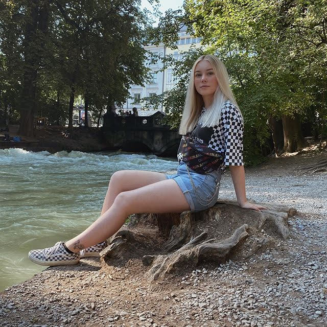 Lara Schildizzl 12
