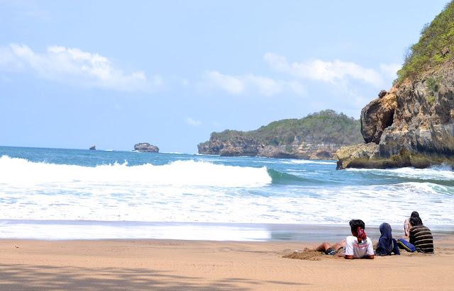 Objek Wisata Pantai Jonggring Saloko
