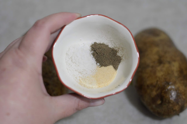 The seasonings used to season the restaurant style baked potatoes.