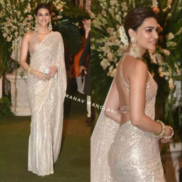 kriti-sanon-at-mukesh-ambanis-ganesh-chaturthi-celebration