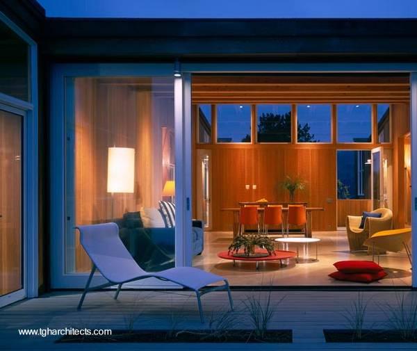 Sector de la sala en casa de playa de madera en California