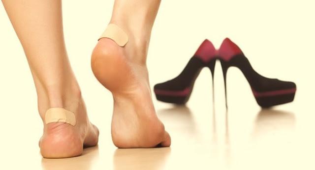 Tips Agar Sepatu Tidak Sebabkan Lecet Dengan Deodoran
