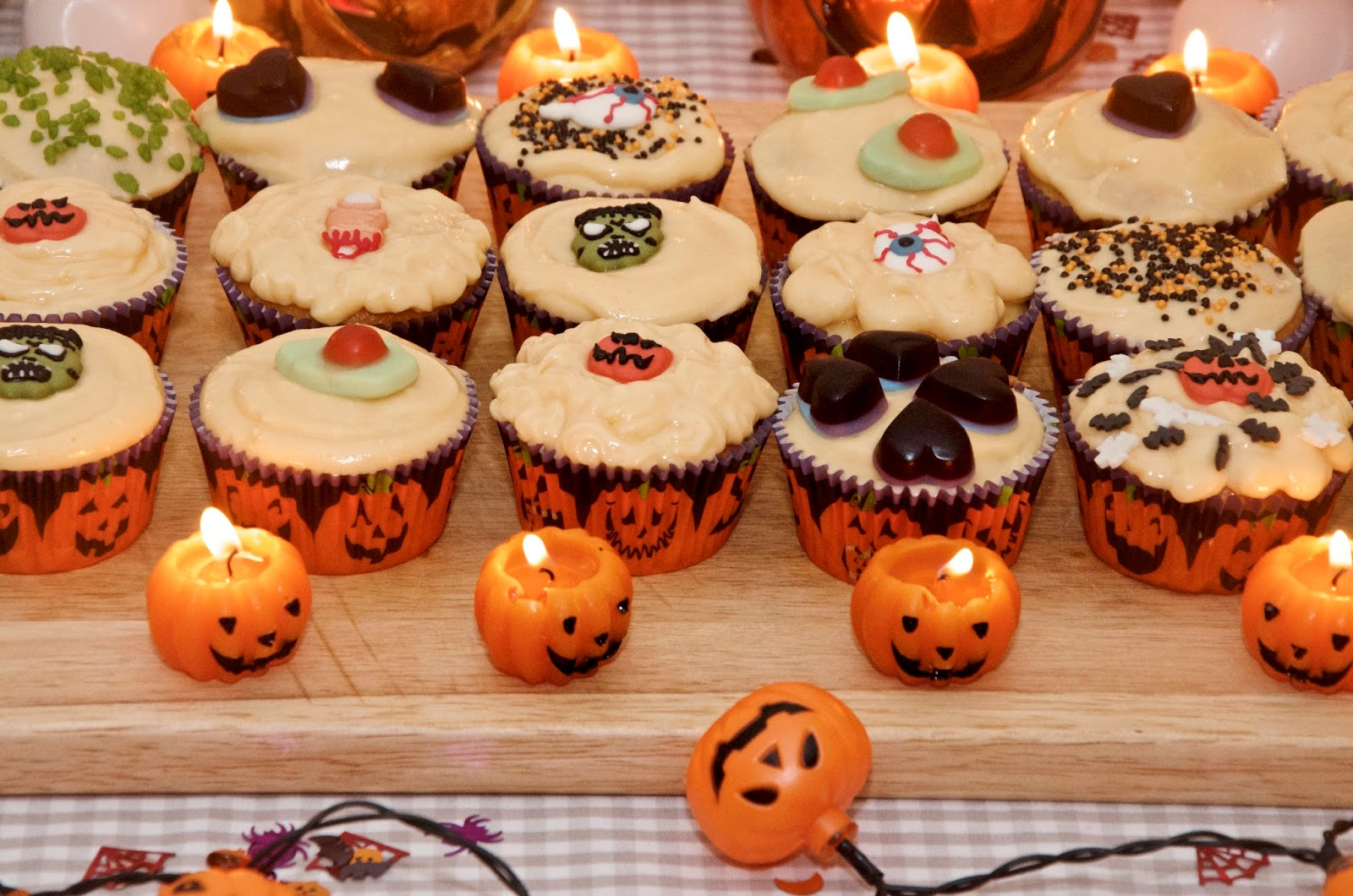 Halloween cupcakes with pumpkin candles