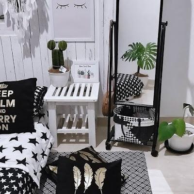 Hiasan dinding kamar monokrom