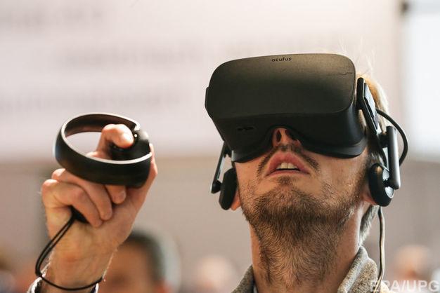 Шолом віртуальної реальності Oculus Go