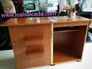 Mueble para máquina de coser laminado