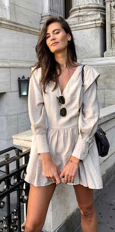 Do you like comfortable & cozy dress outfits? See these 29 Best Casual Dressy Outfits to Look Fantastic. Women's Style + Fashion via higiggle.com | Mini Dress | #fashion #stylish #casualoutfits #minidress