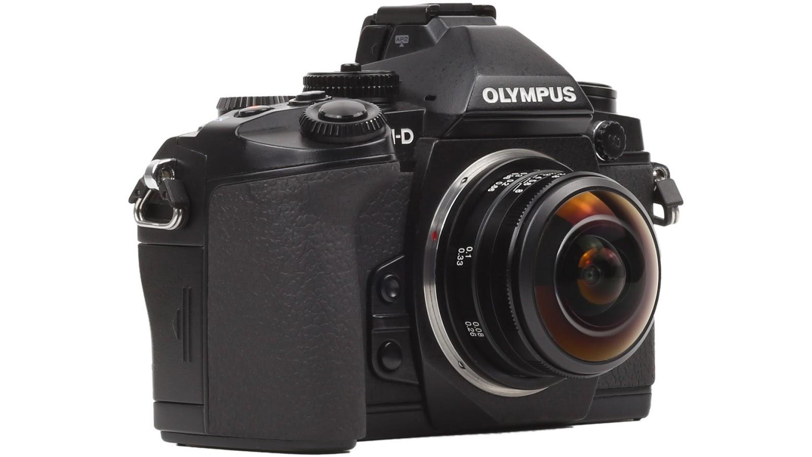 Объектив Laowa 4mm f/2.8 Fisheye MFT установлен на фотоаппарат