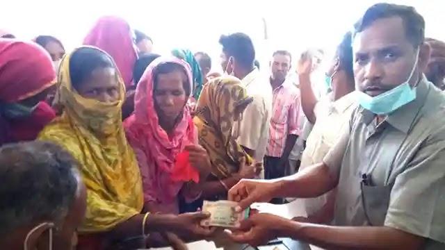 কাজিপুর ইউনিয়নের বারশত ৮০ জন হতদরিদ্র পেলো ভিজিএফ'র অর্থ