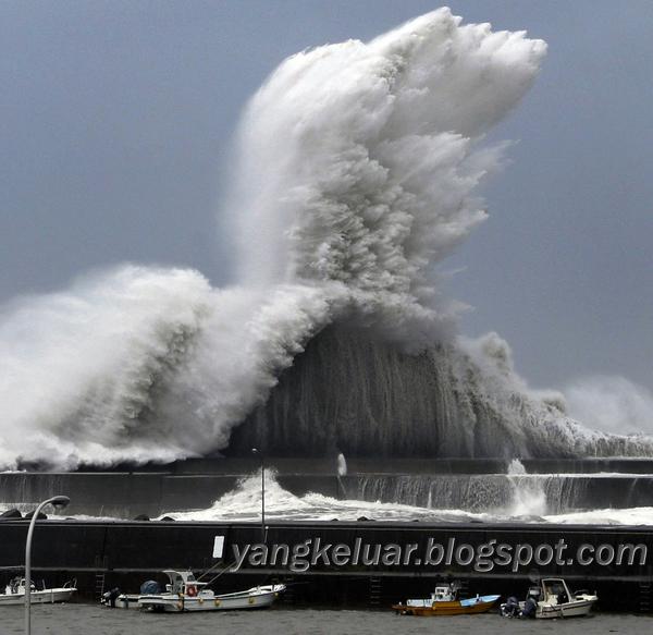 Typhoon Jebi Japan