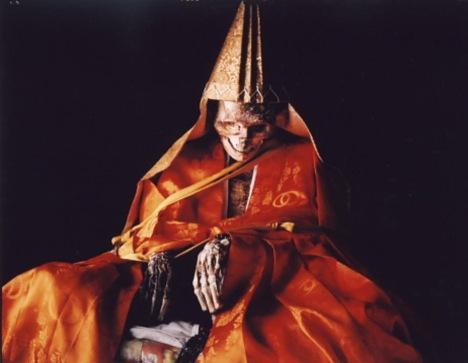 ritual bunuh diri dan menjadi mummi paling mengerikan di jepang
