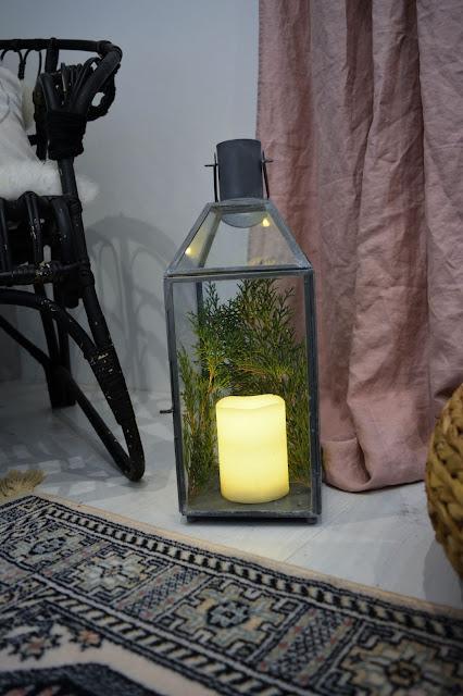 makuuhuonen makuuhuoneen sisustus sisustus boho boheemi sisustustyyli kynttilä kukat