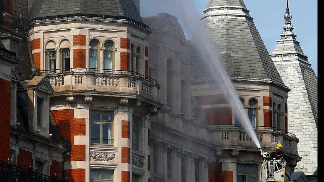 Incêndio consome hotel de luxo no centro de Londres - Notícias Internaionais Portal SPY Notícias