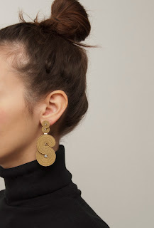 gold-statement-earrings-minimalist