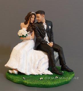 cake topper personalizzato milano statuette sposi seduti anniversario orme magiche