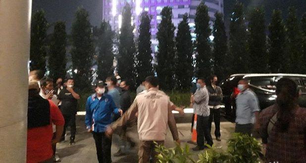 BREAKING: Sejumlah Massa Demokrat Kubu AHY Geruduk Kubu Moeldoko