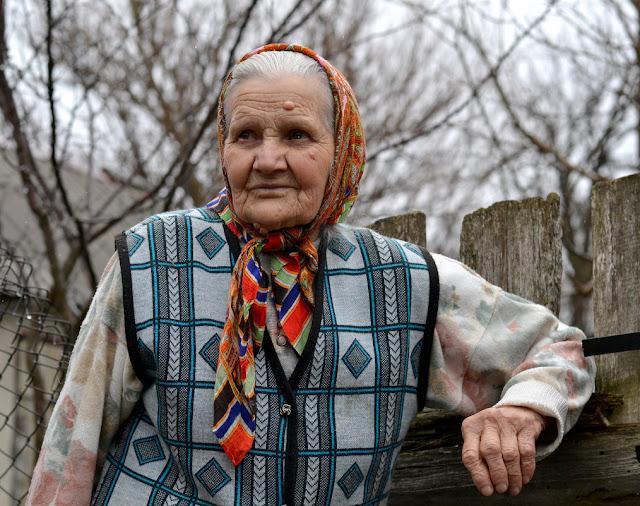 Дед уехал в санаторий и прислал телеграмму — «Я к тебе не вернусь, буду с Галей жить». Бабушка не поверила своему счастью