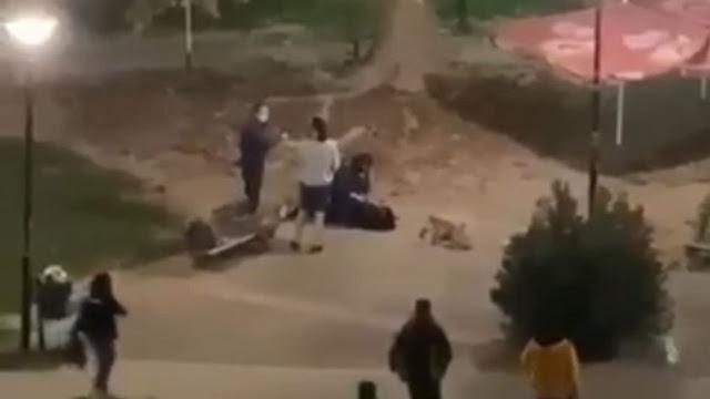 Έντονες αντιδράσεις για την βίαιη σύλληψη 22χρονης από την αστυνομία λόγω απείθειας στα μέτρα (βίντεο)
