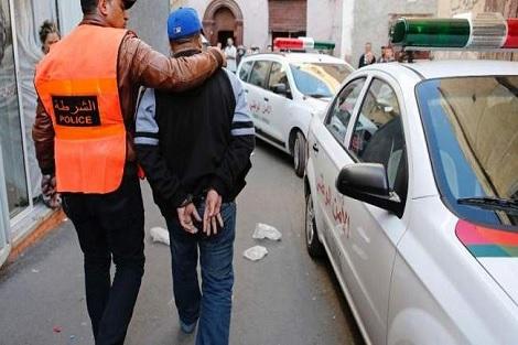 اعتقال شرطي تورط في النصب والاحتيال والسرقة و أرغم امرأة على دفع إتاوات وصلت إلى 22 ألف درهم