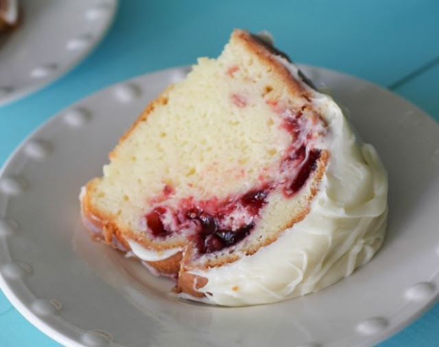 White Chocolate Raspberry Bundt Cake #cake #desserts