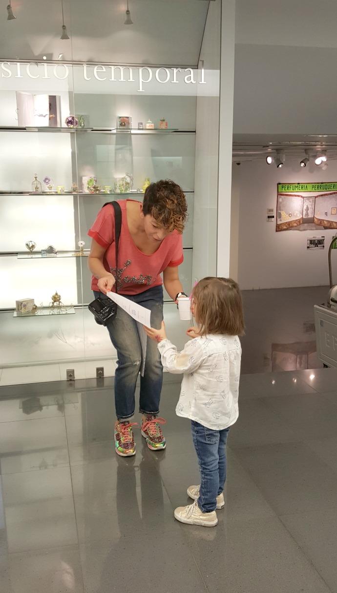 perfumista diplomada en el taller creación perfume del museo perfume andorra